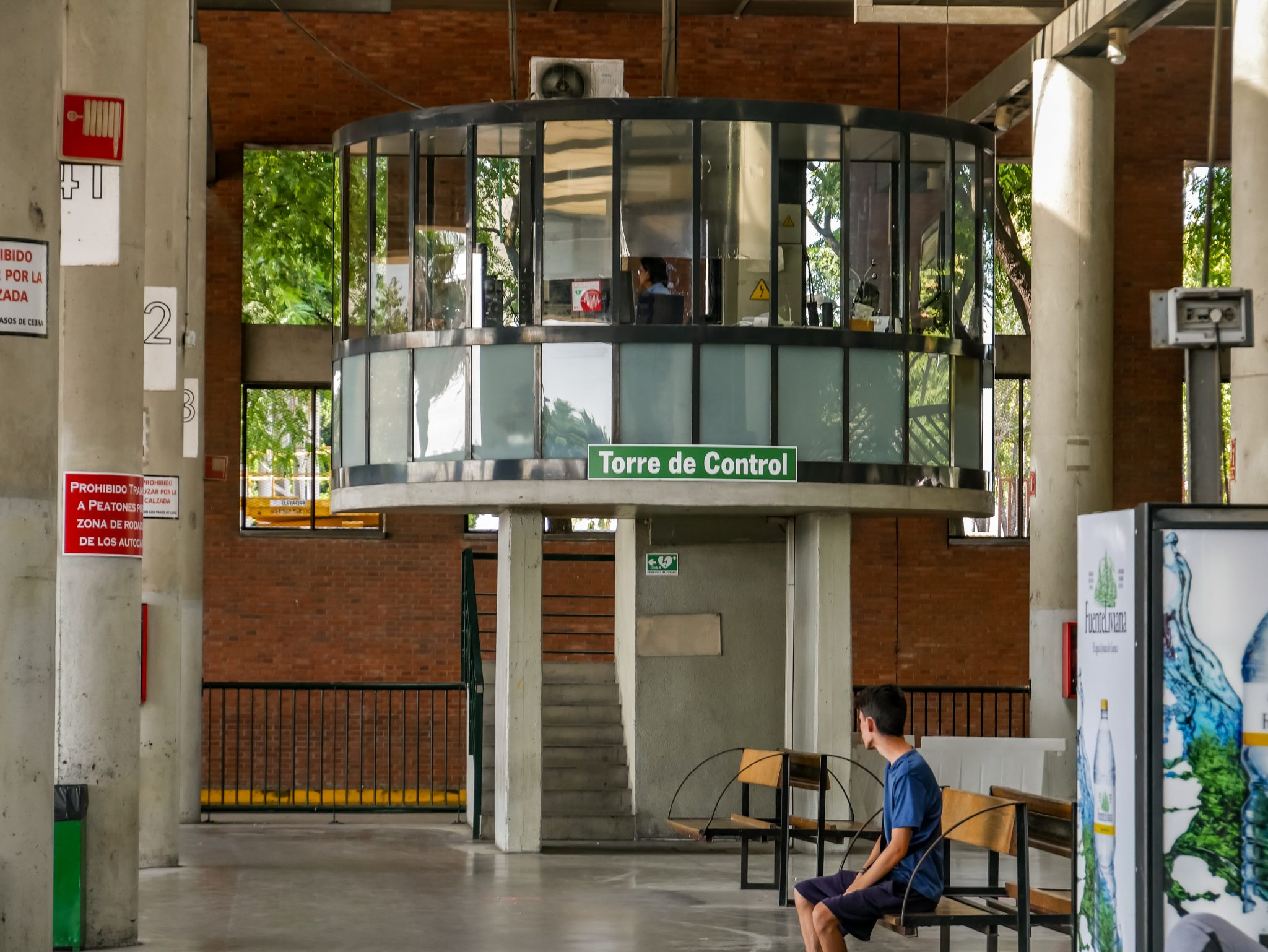 """Wie an jedem Flughafen, hat auch der Busbahnhof in Sevilla einen """"Tower"""", oder auch """"Torre de Control""""."""