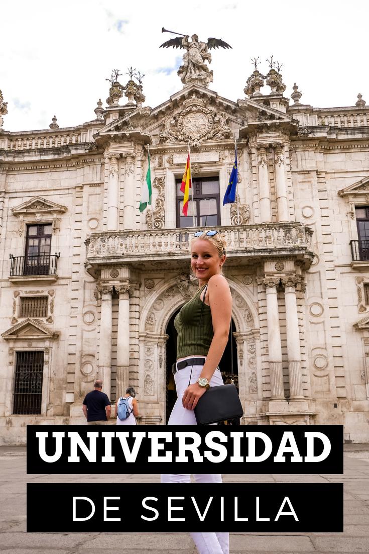 Allein der Haupteingang der Universidad de Sevilla ist sehr imposant.
