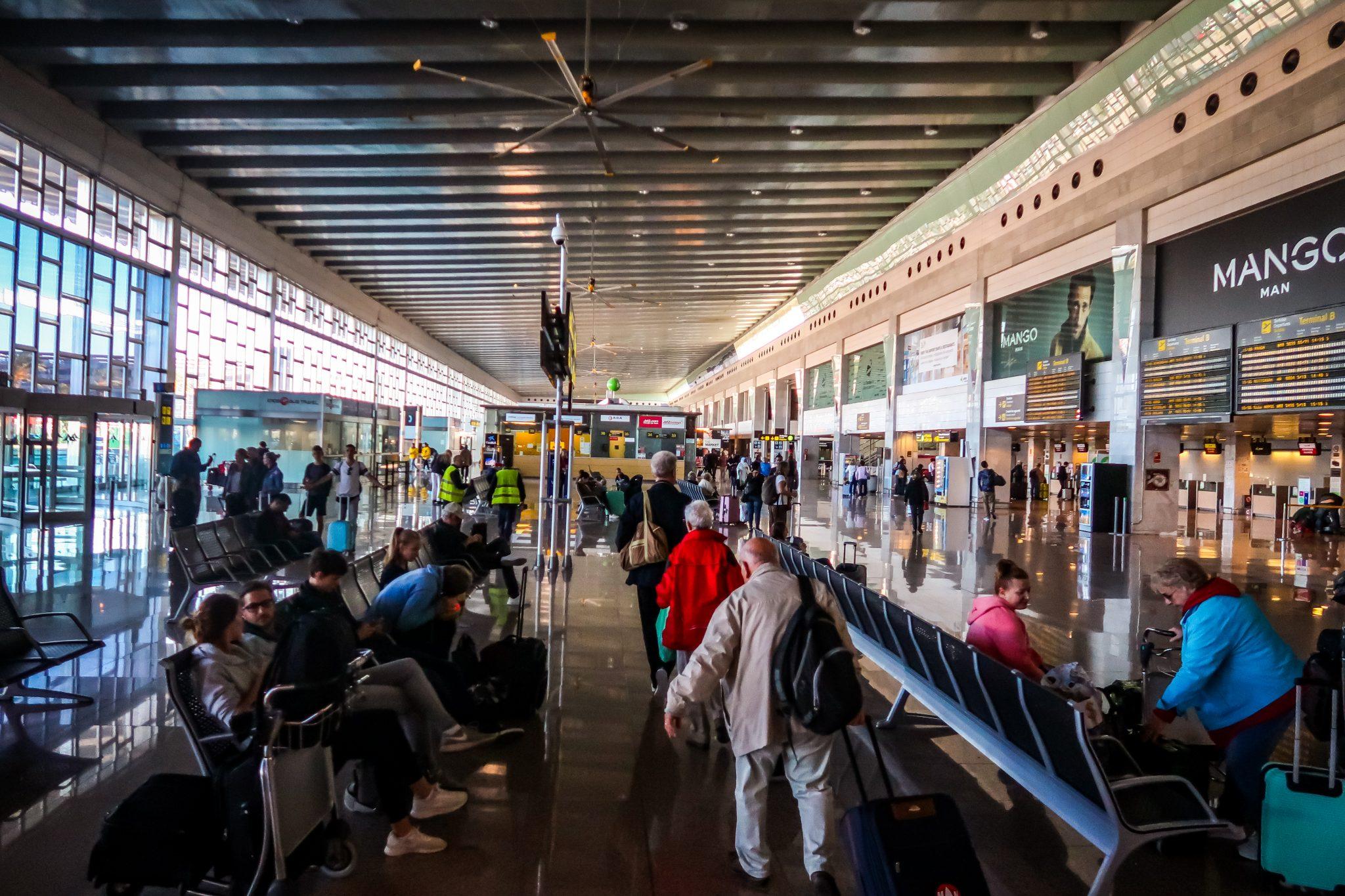 So sieht das Terminal 2 des Flughafen el Prat Barcelona von innen aus.