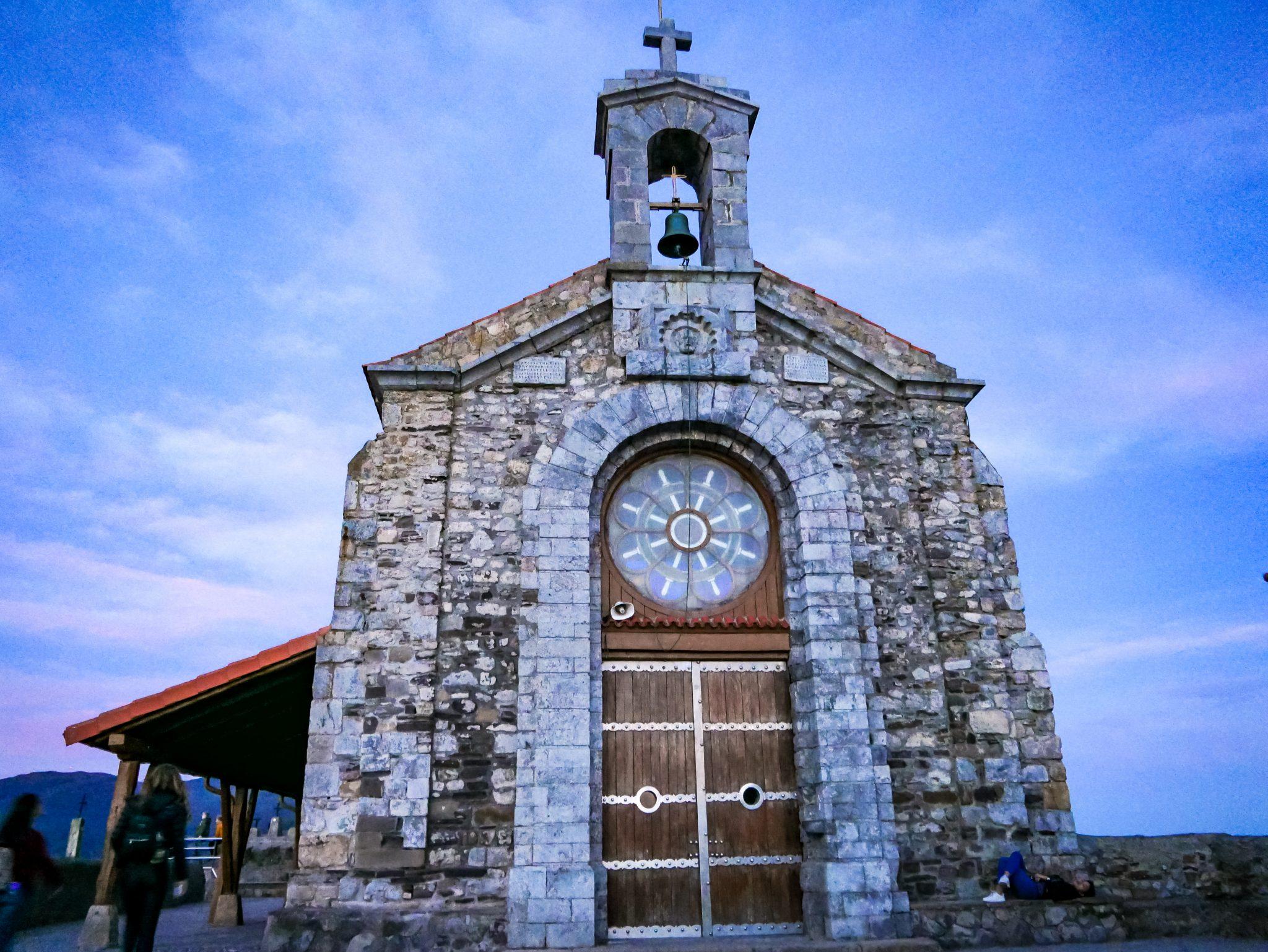 Läute drei Mal an der Glocke der Kirche von San Juan de Gaztelugatxe und wünsche dir dabei etwas - laut einer Legende geht es in Erfüllung!