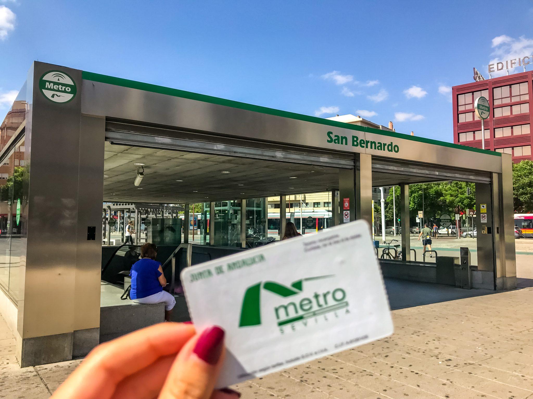 Überall in der Stadt findest du Metro-Stationen.