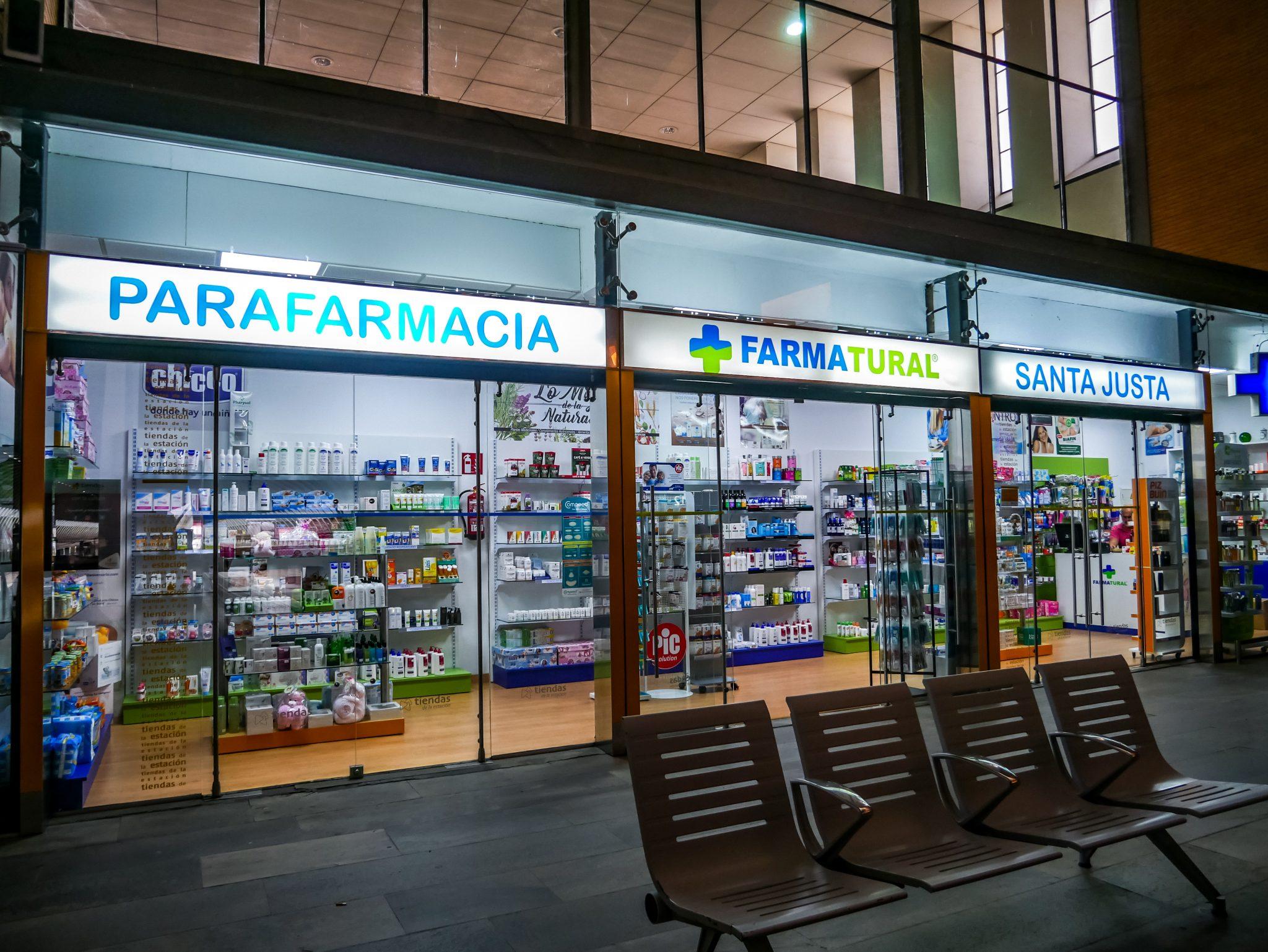 """Der Hauptbahnhof """"Santa Justa"""" in Sevilla besitzt eine eigene Apotheke."""