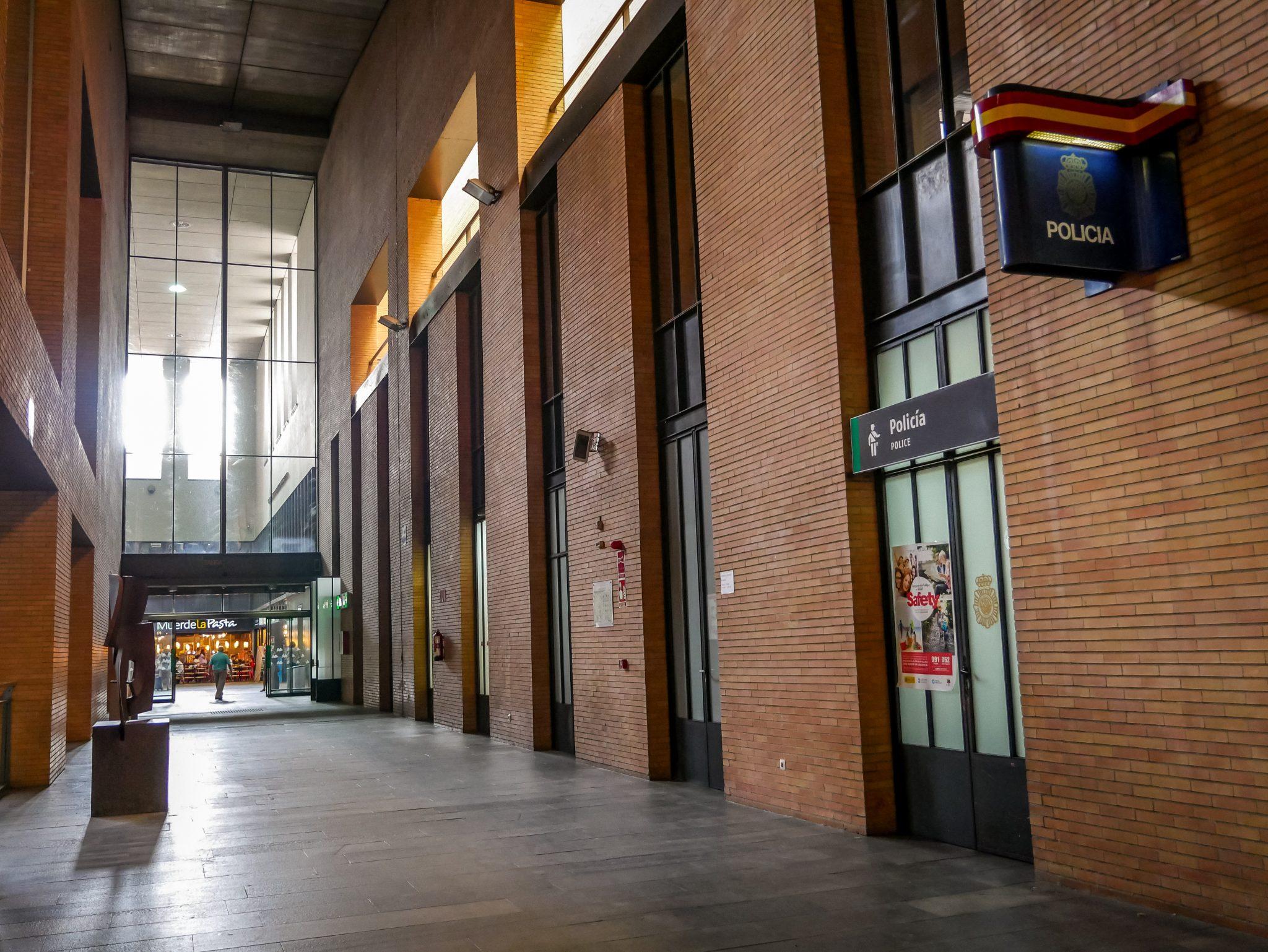 Für die Sicherheit ist am Hauptbahnhof in Sevilla ebenfalls gesorgt mit einer eigenen Polizeistation, gleich neben den Gleisen.