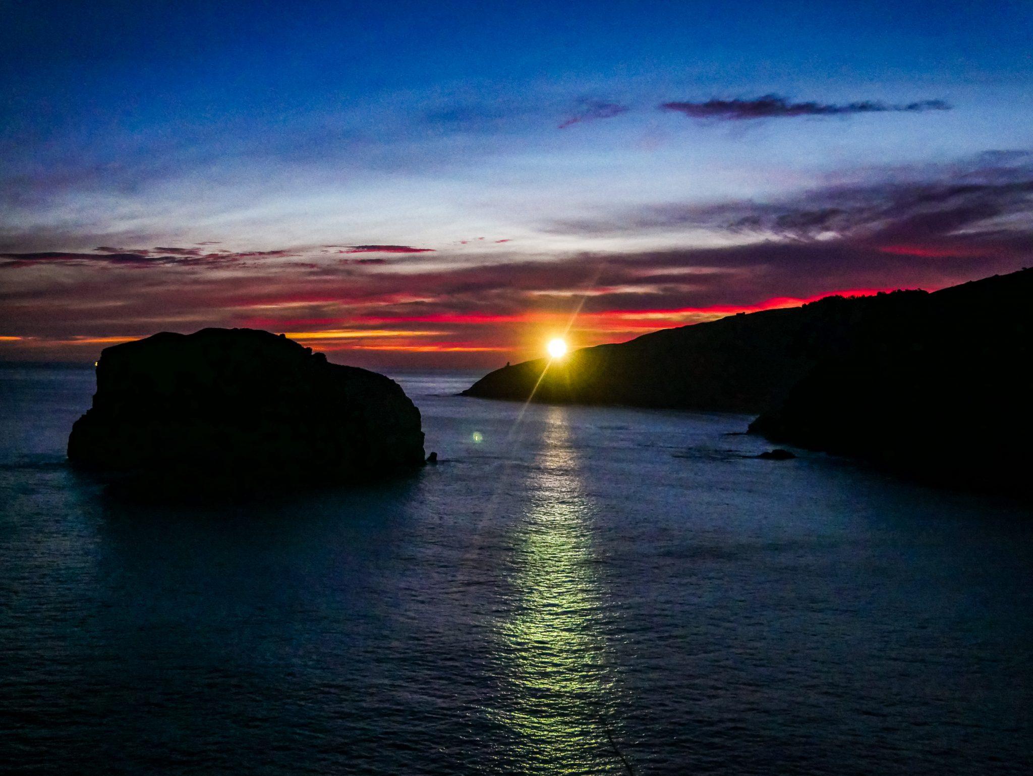 Einer der schönsten Sonnenaufgänge, die ich jemals gesehen habe! San Juan de Gaztelugatxe
