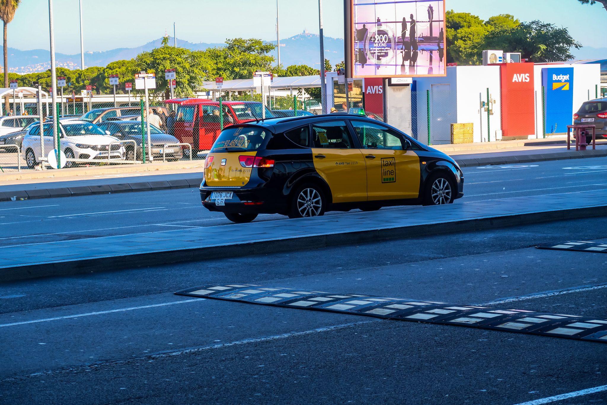 In so ein Taxi musst du steigen, wenn du dich für dieses Transportmittel entscheidest.