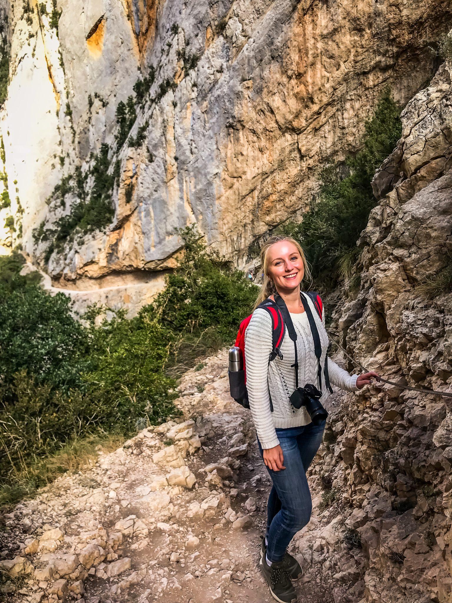 Die Wege am Mont Rebei sind oft sehr steinig und steil.