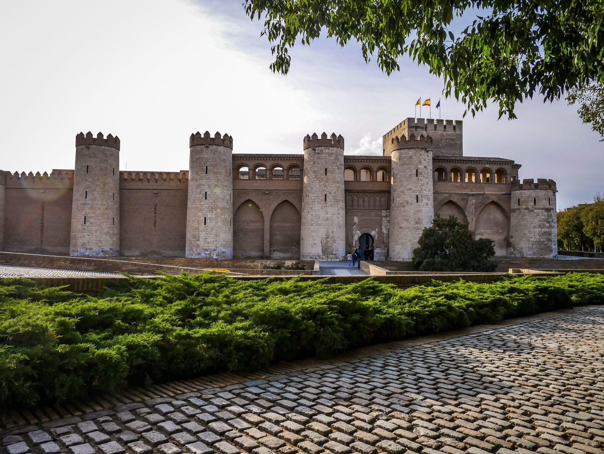 Die Geschichte des historischen Gebäudes der Aljafería geht bis in das 9. Jahrhundert zurück.