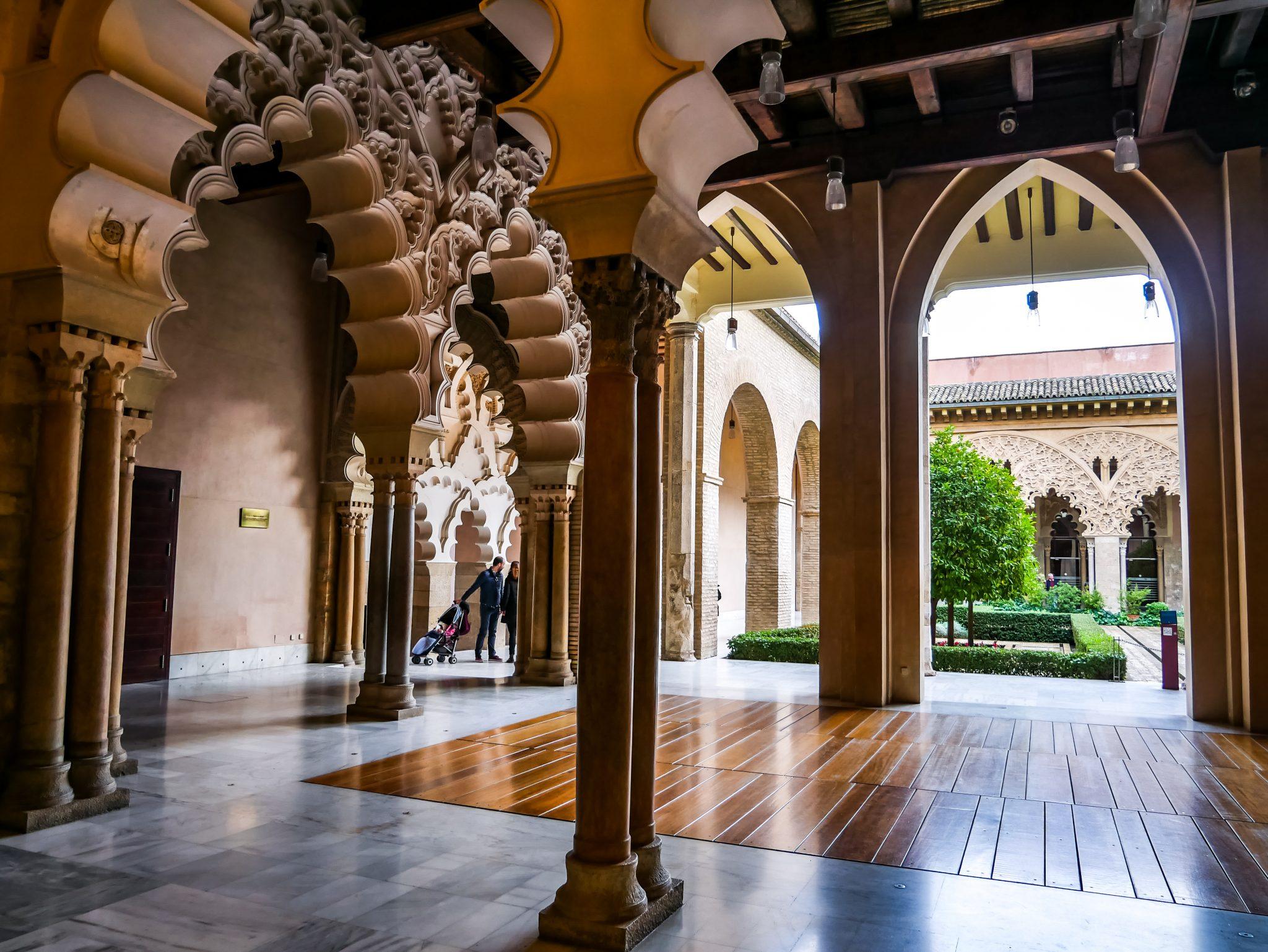 Seit 1931 steht der Palast der Aljafería unter Denkmalschutz und seit 2001 gehört er zum UNESCO Weltkulturerbe.