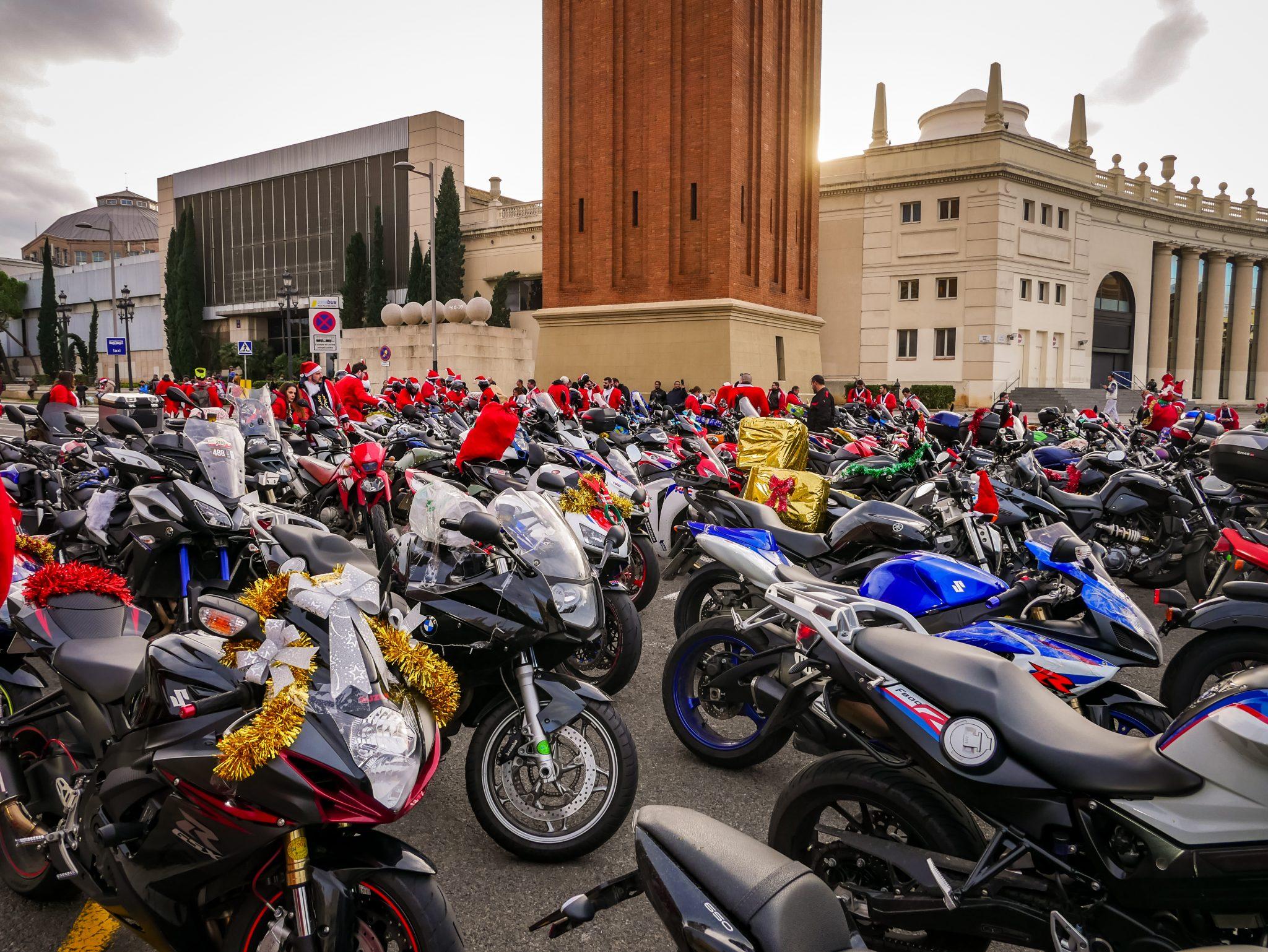Bereits stunden vorher finden sich die 4.000 Motorradfahrer ein, um zu den ersten dazu zu gehören.