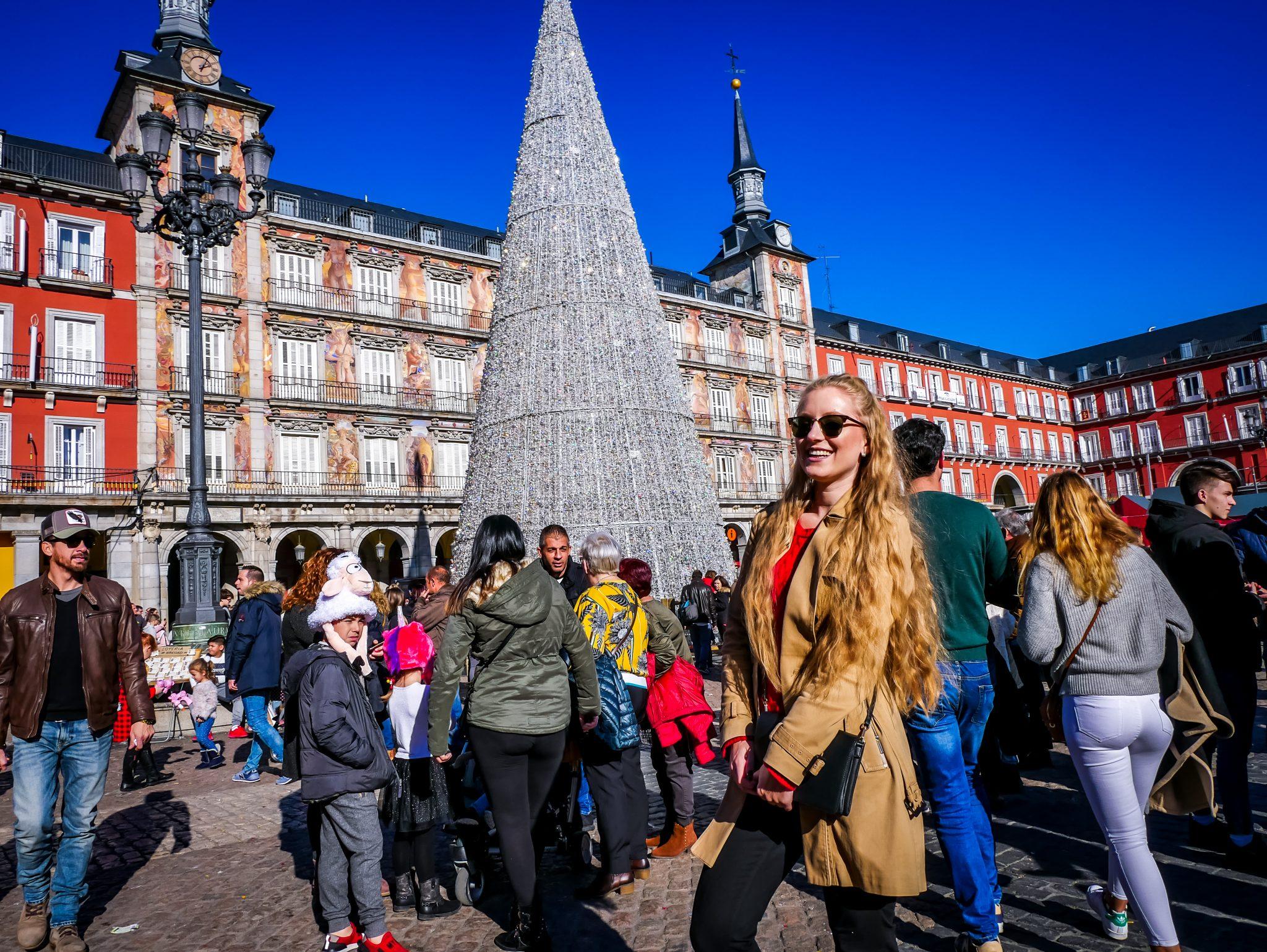 Auch bei Tag glänzt der Weihnachtsbaum am Plaza Major wirklich toll!
