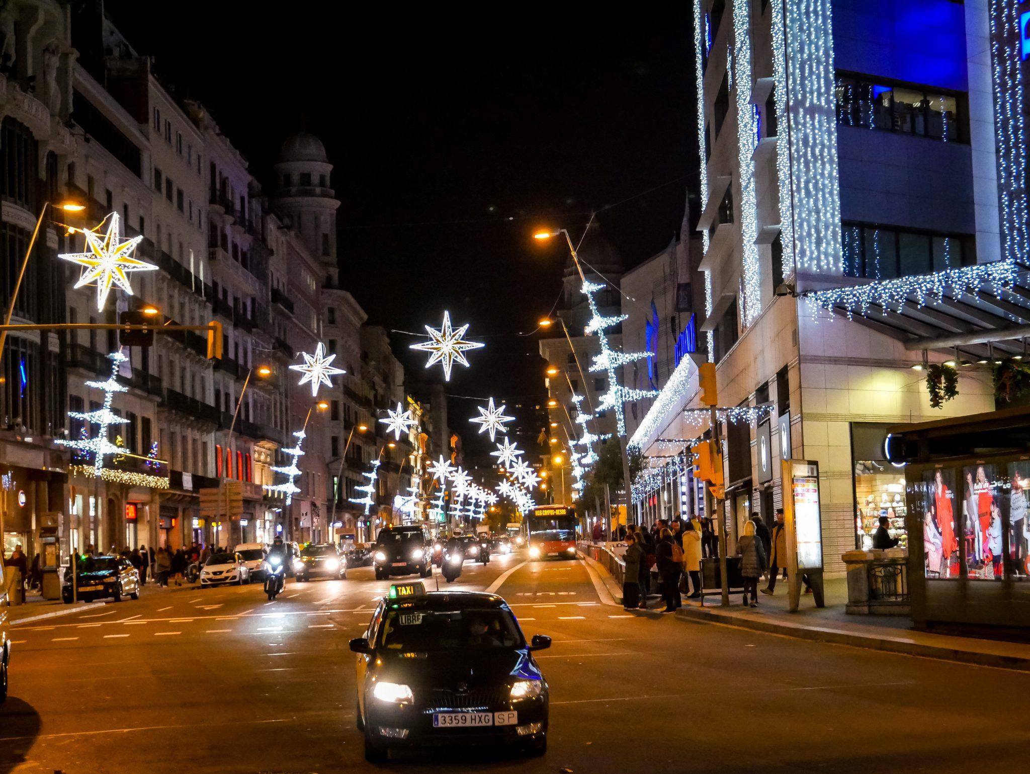 Die Straße führt zum Plaza Catalunya, herrlich geschmückt!