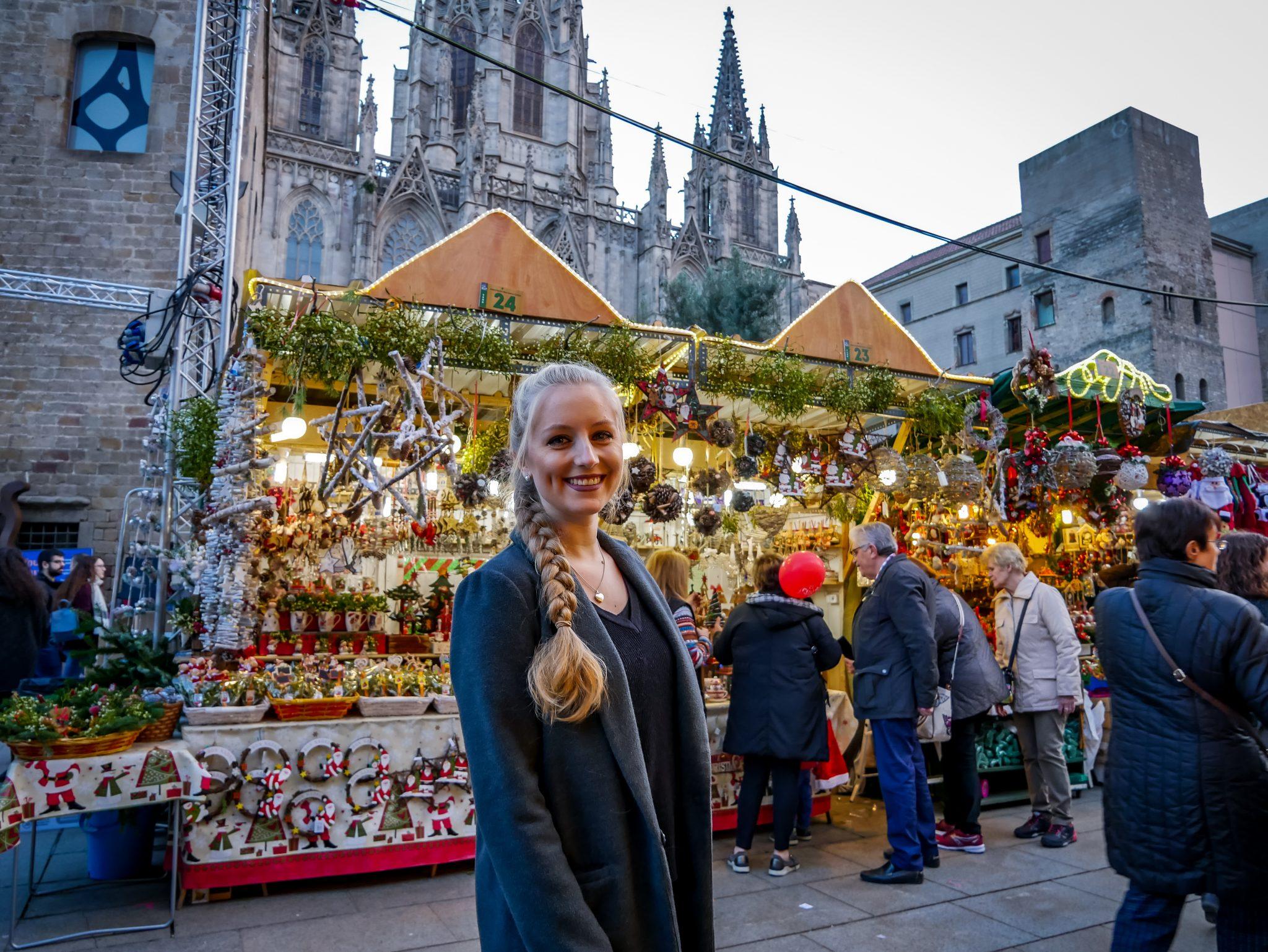 Den Weihnachtsmarkt vor der Kathedrale in Barcelona darf man nicht verpassen, wenn man zur Weihnachtszeit in Barcelona ist.