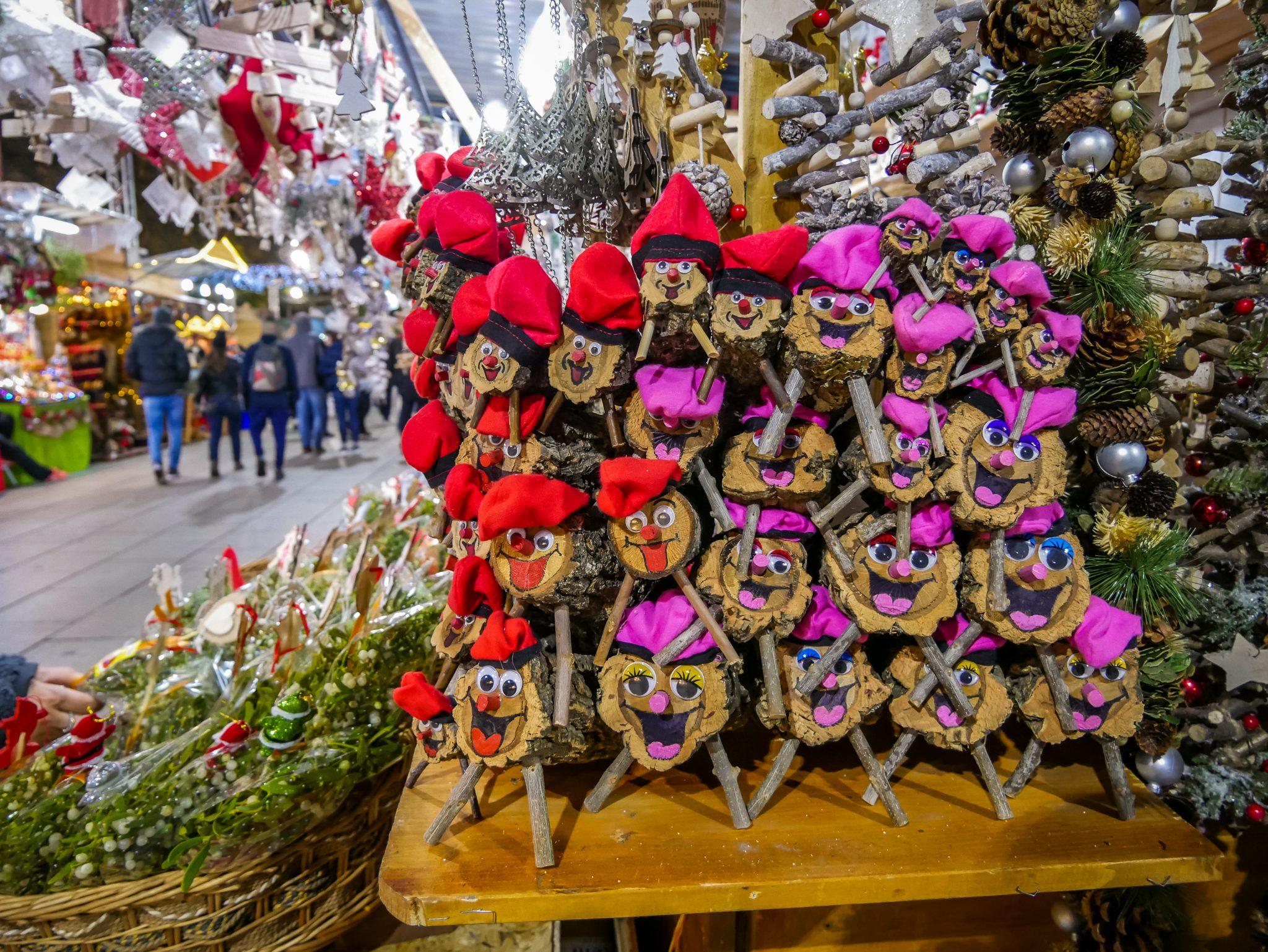 Auf dem Weihnachtsmarkt in Barcelona werden unzählige von diesen Tios angeboten.