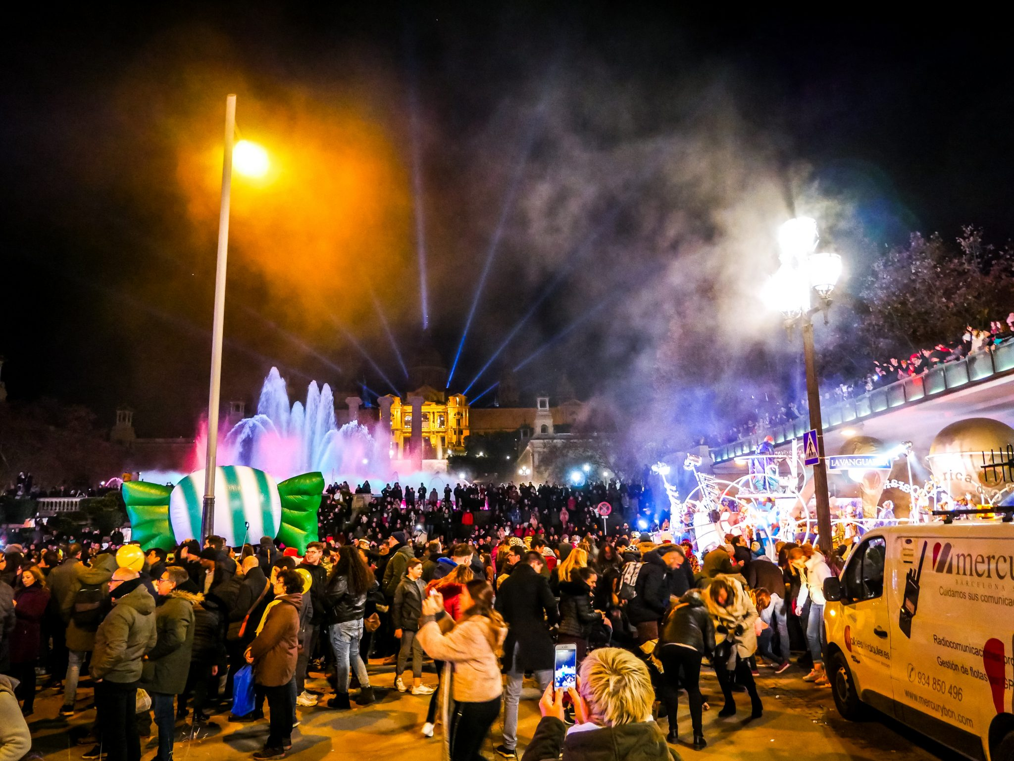 Süßigkeiten werden während des Cabalgata de Reyes Magos ebenfalls geschmissen.