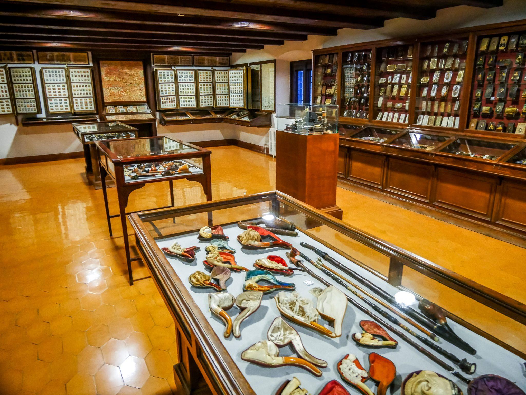 Das Museu Frederic Marès (MFM) ist riesig und grenzt an der Kathedrale von Barcelona.