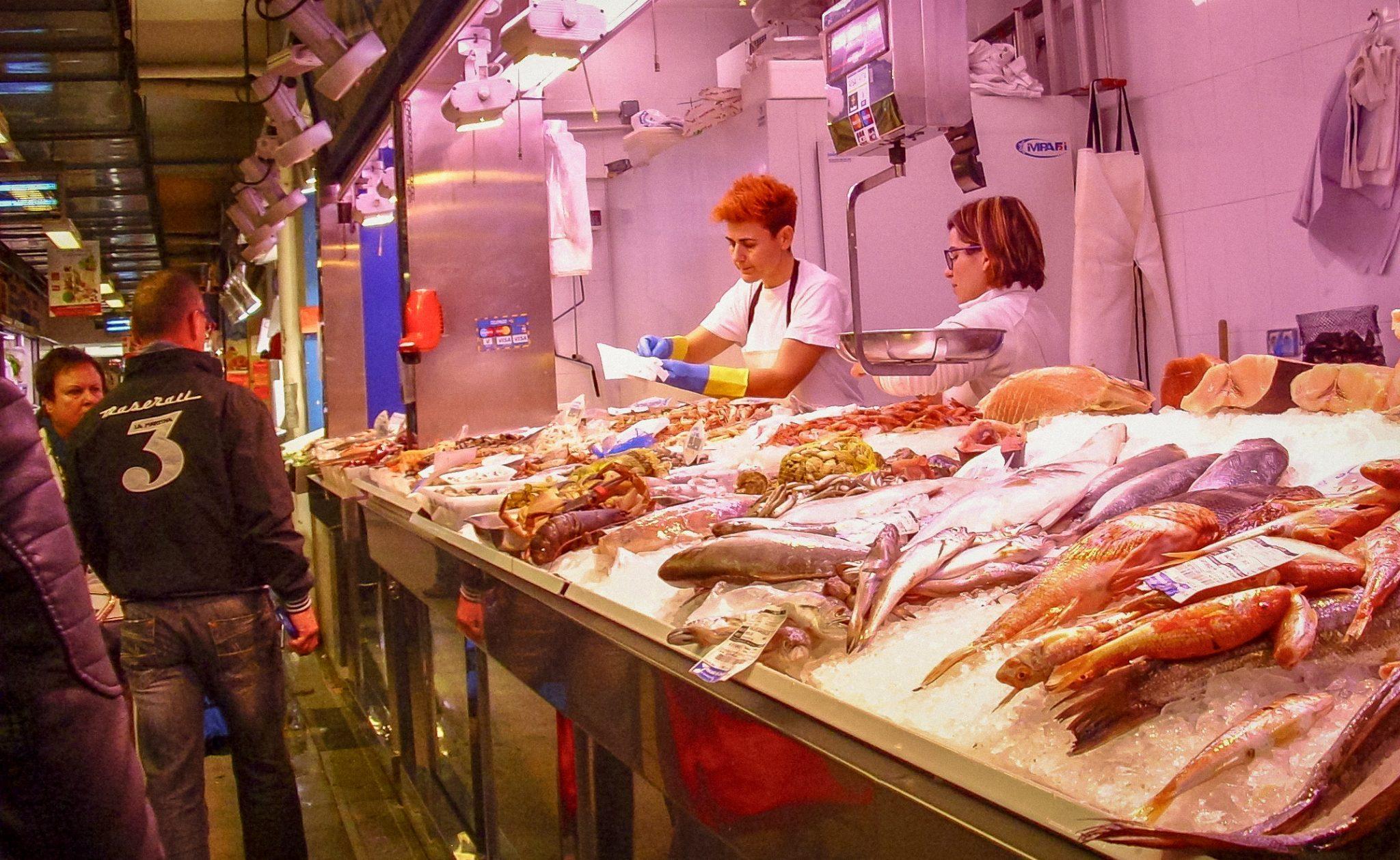 Die Fischtheke beim Mercado de Verónicas in Murcia hat eine riesengroße Auswahl!