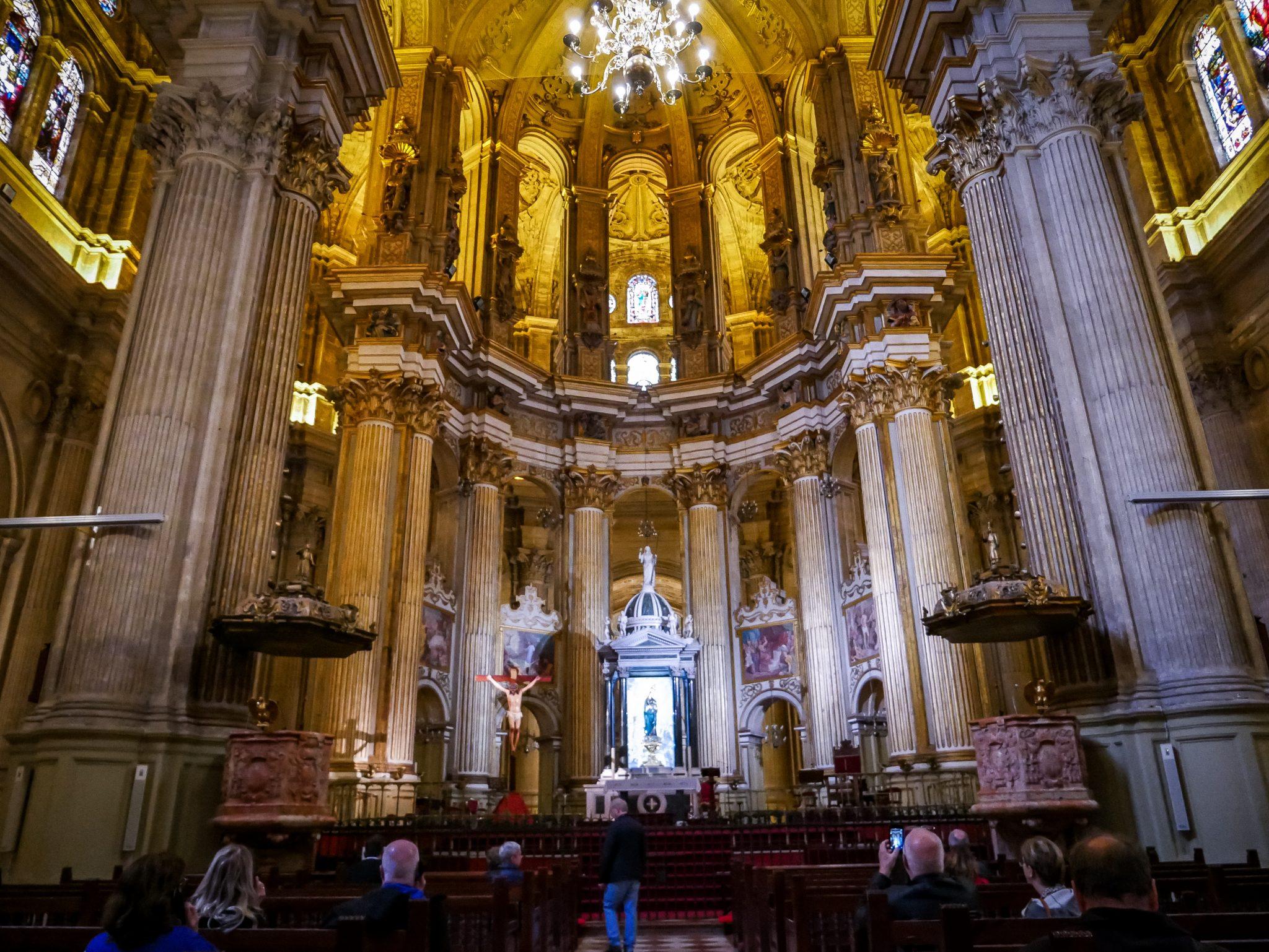 """Die Kathedrale von Málaga heißt eigentlich """"Santa Iglesia Catedral Basílica de la Encarnación"""", wird jedoch von den Einheimischen nur """"La Manquita"""" genannt."""