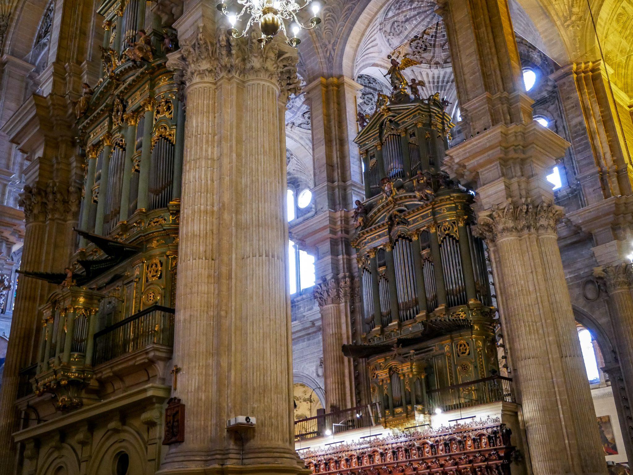 Zwei riesige Orgeln stehen in der Kathedrale von Málaga