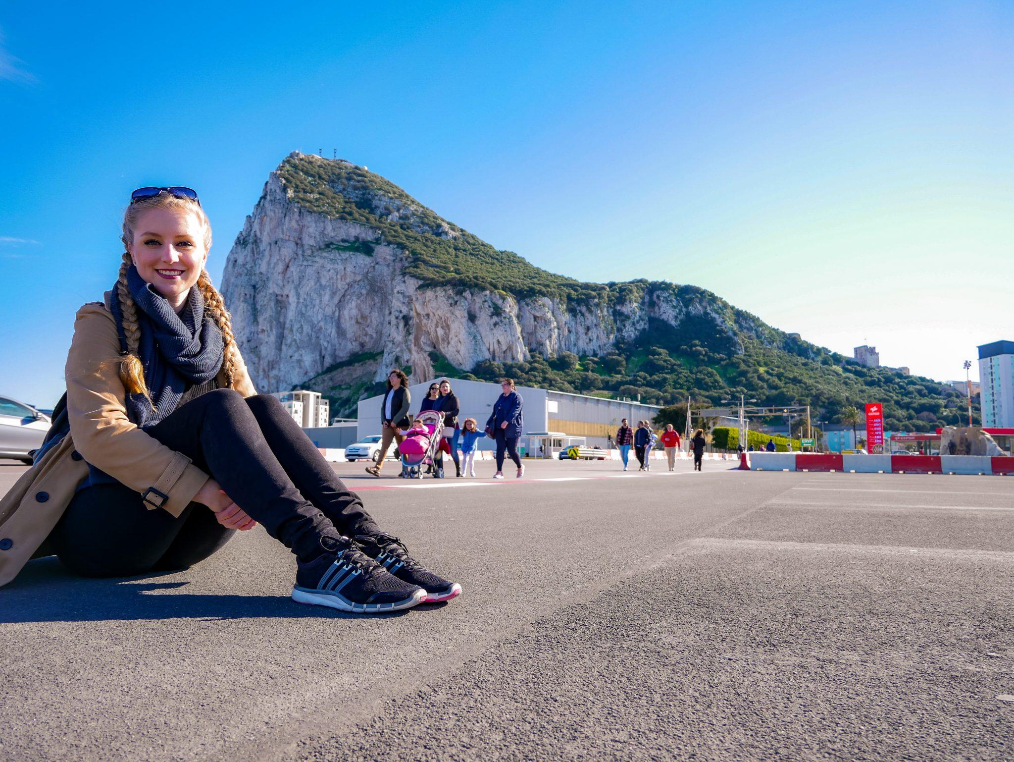 Die Start- und Landebahn des internationalen Airports von Gibraltar kreuzt die 4-spurige Hauptstraße - weltweit einmalig! Habt ihr schon einmal auf einer Start- oder Landebahn gesessen?