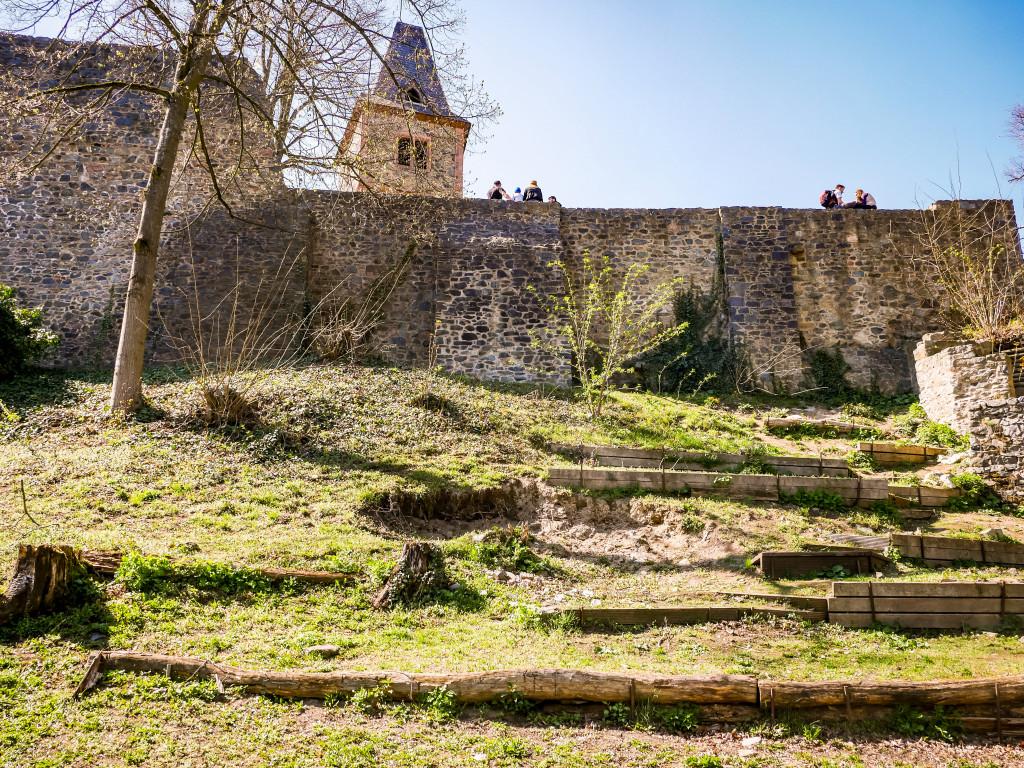 Um die Burg herum kann man auch laufen und sie von einer komplett anderen Perspektive bestaunen.