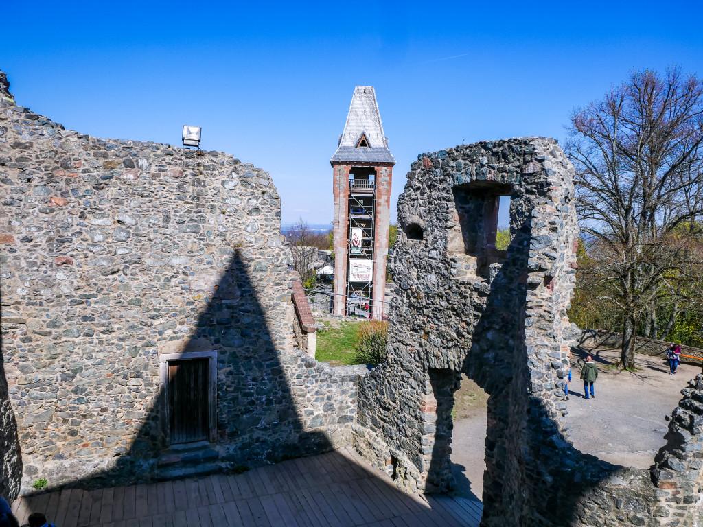 Es ist nicht mehr allzu viel Übrig von der einstigen Burg, die Ruinen sind jedoch sehr spektakulär.