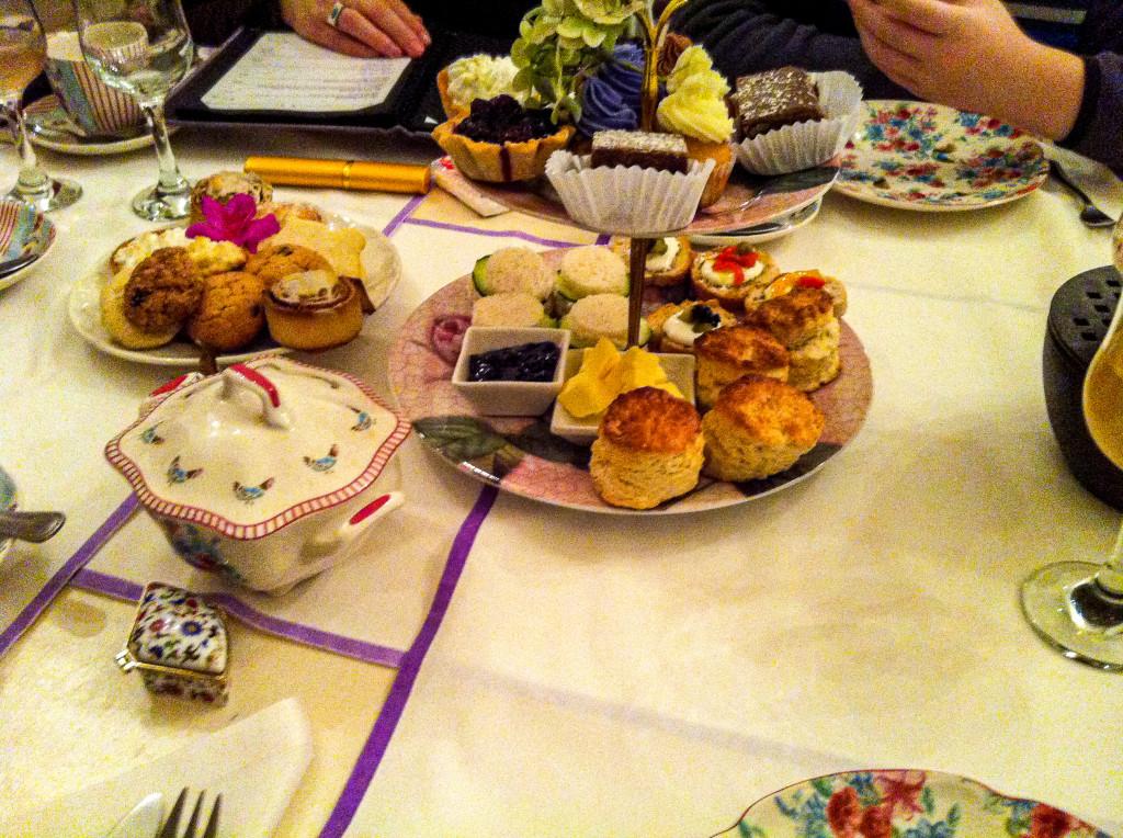 Abends sind wir in ein Teehaus, um den Geburtstag von Paulas Mutter zu feiern.