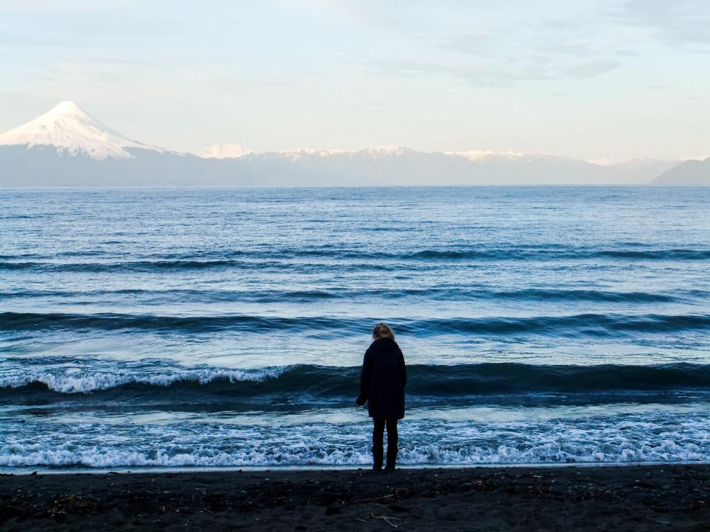 Die Sicht von Frutillar reicht über den Lago Llanquihue bis hin zum Volcan Osorno.