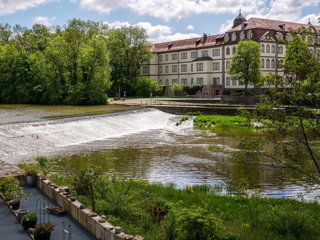 Von der alten Fuldabrücke in Rotenburg an der Fulda aus kann man, genauso wie in Melsungen einen kleinen Mini-Wasserfall beobachten.