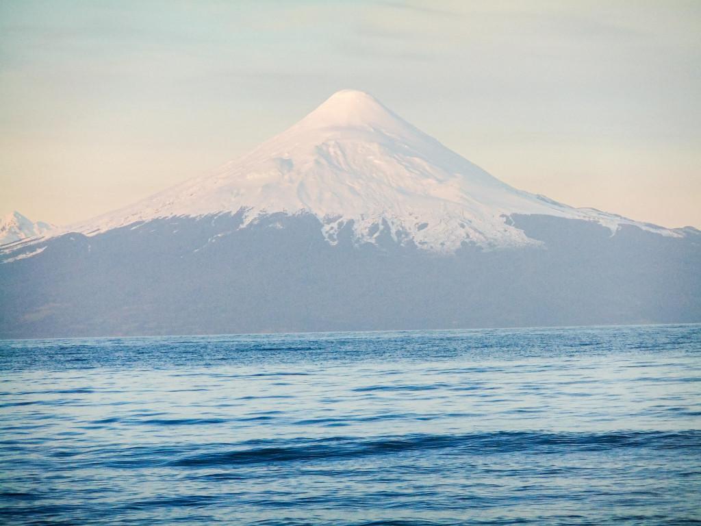 Der Volcan Osorno ist der erste Vulkan, den ich in meinem Leben gesehen habe. Ich war komplett baff, dass so ein Naturspektakel für die Chilenen ganz normal ist... Da wusste ich auch noch nicht, dass wir demnächst einen aktiven besuchen werden...