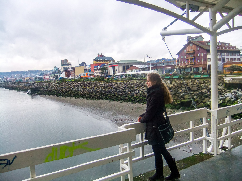 Von der Muelle de Paseo aus hast du einen tollen Blick auf das Wasser und einen Panoramablick auf Puerto Montt.