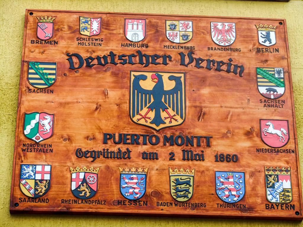 Das ist am Haus vom Club Aleman in Puerto Montt (CHILE!)... Ich hab meinen eigenen Augen kaum trauen können.