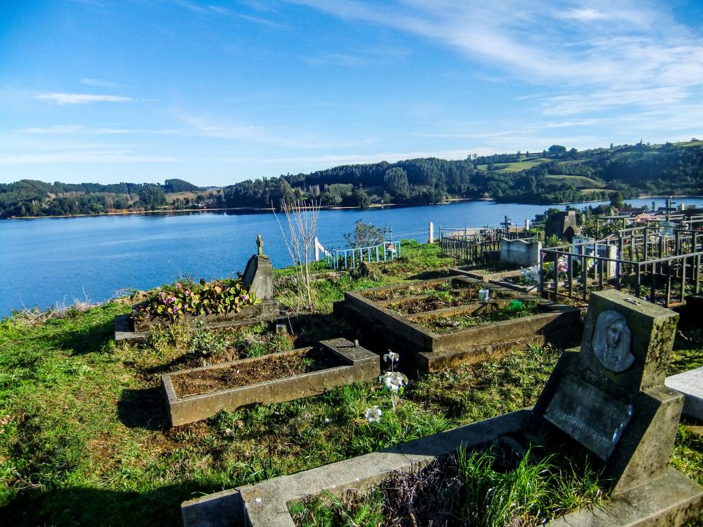 Bitte bedenkt, wenn ihr ihn besucht, dass es ein Friedhof ist und zeigt Respekt gegenüber den Toten und deren Angehörigen.