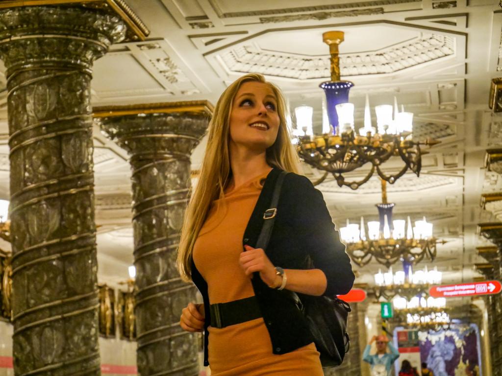 """Solch einen Prunk habe ich in einer Metro-Station noch nie gesehen. Ihr müsst unbedingt die Metro-Station """"Avtovo"""" in Sankt Petersburg besuchen."""