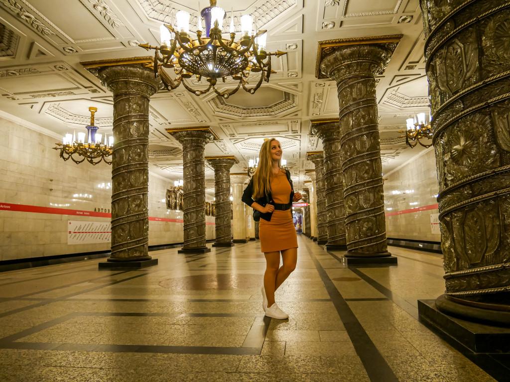 Die Metro-Station Avtovo (А́втово) hat sogar Kronleuchter!