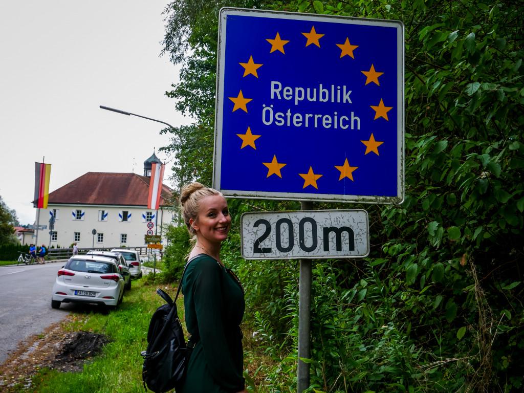Wir sind die 200 Meter nach Österreich zu Fuß gelaufen.
