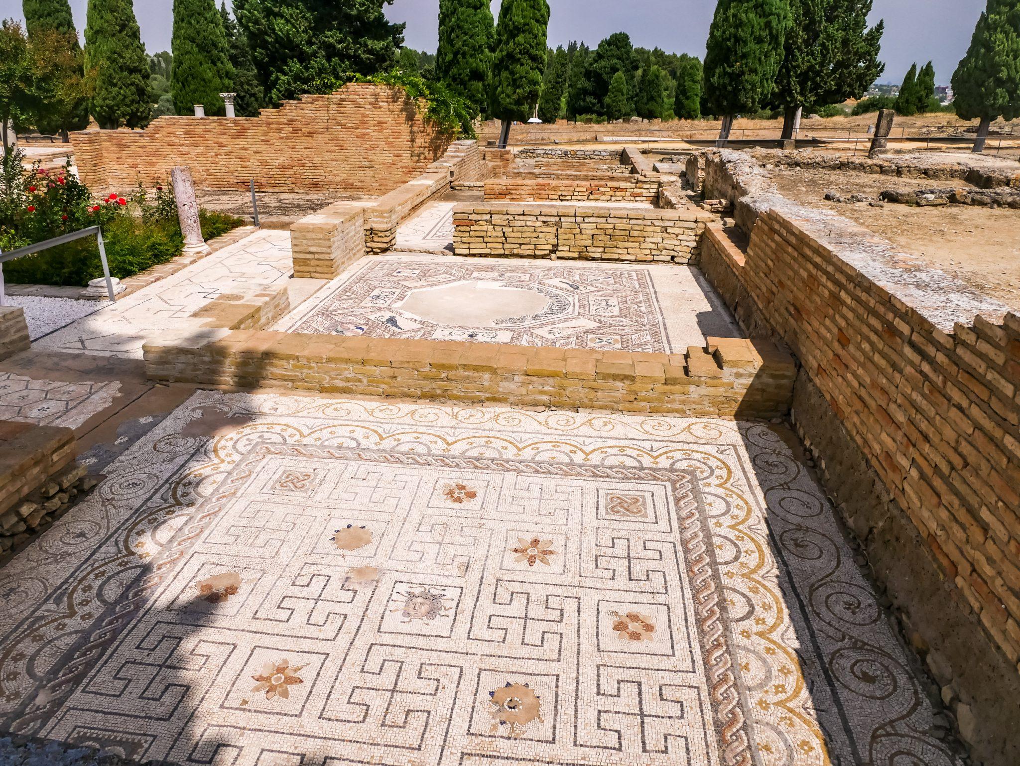 In Itálica kannst du erstaunliche Mosaike und die Reste der antiken Hauptthermalbäder bestaunen.