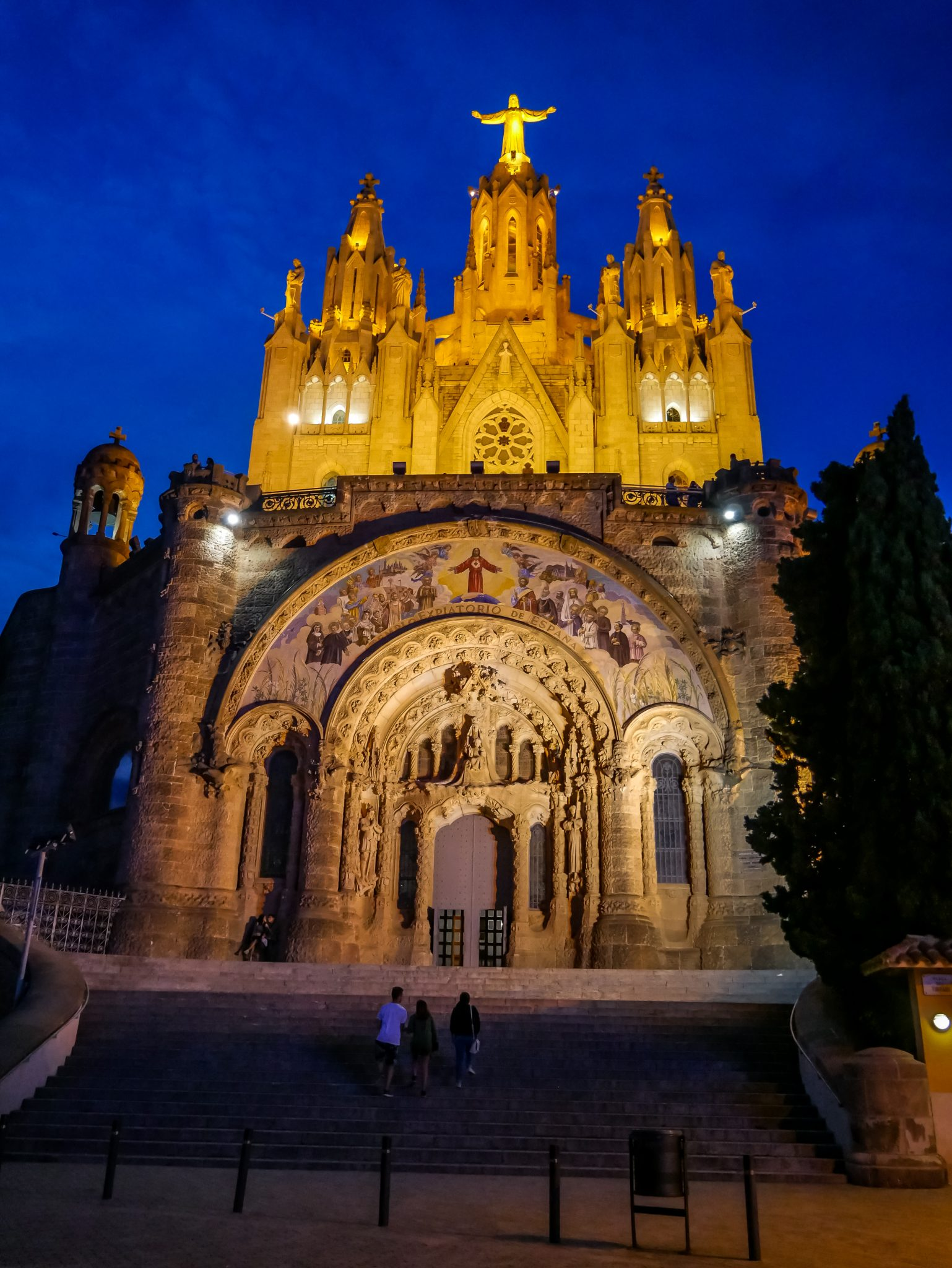Von der Sagrat Cor habt ihr noch einen höheren Ausblick auf Barcelona.