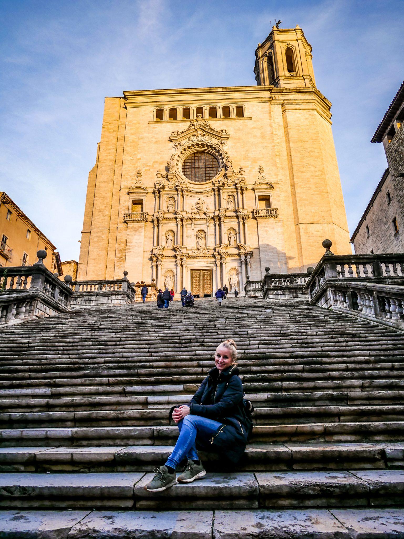 Die Kathedrale in Girona ist eine beliebte Sehenswürdigkeit und das meist fotografierte Gebäude der Stadt.