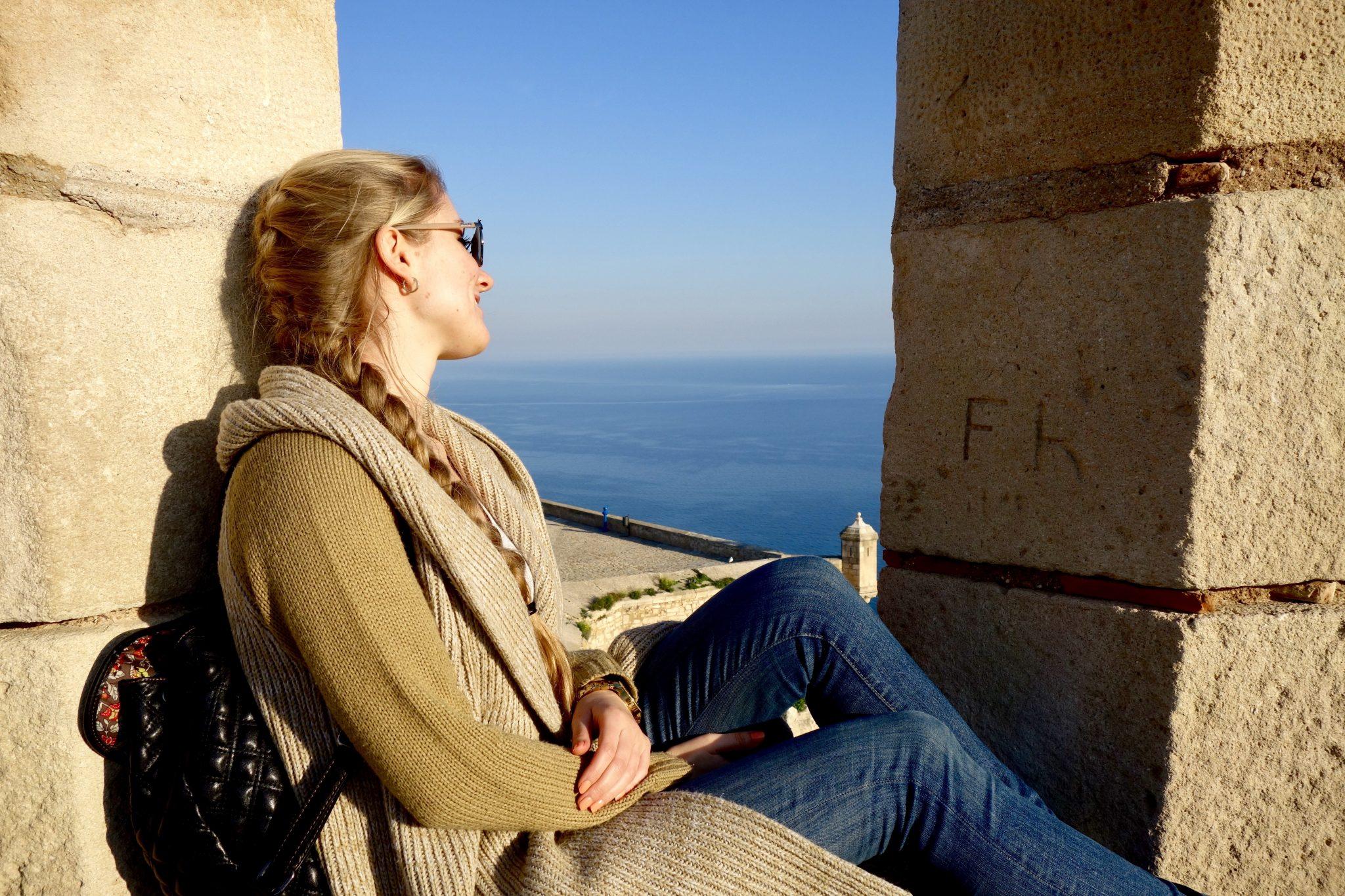 Alicante, Castillo de Santa Bárbara: Von dort oben hast du einen wunderschönen Blick auf das Meer