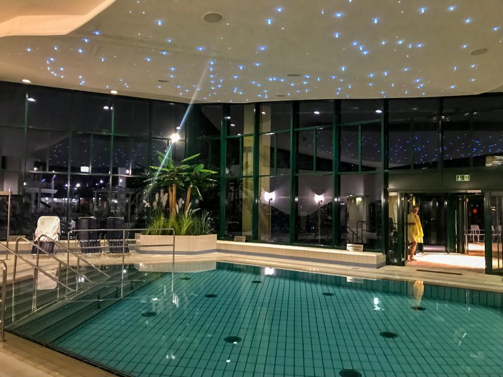 Besonders bei Nacht finde ich die Beleuchtung der einzelnen Becken wirklich sehr schön.