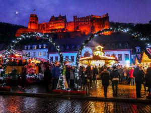 Der Weihnachtsmarkt am Karlsplatz gefällt mir dank des Heidelberger Schlosses im Hintergrund sehr gut.