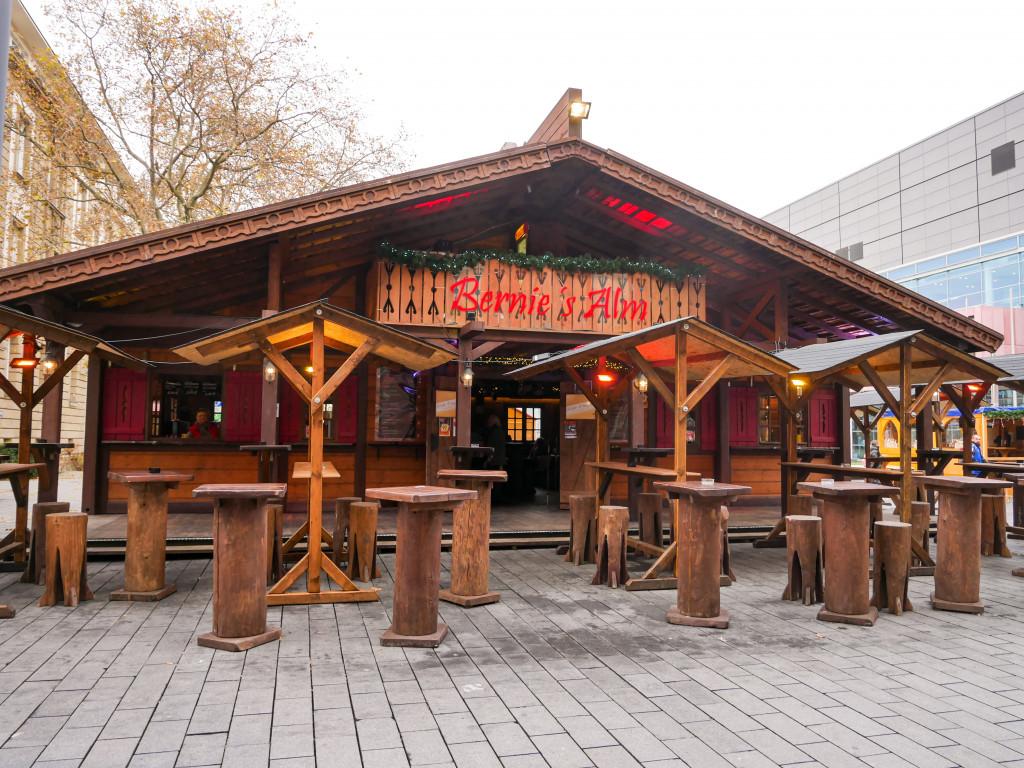 Diese Hütte gehört dem TV-Kommissar Bernie Kuhnt aus der Serie Niedrig und Kuhnt.