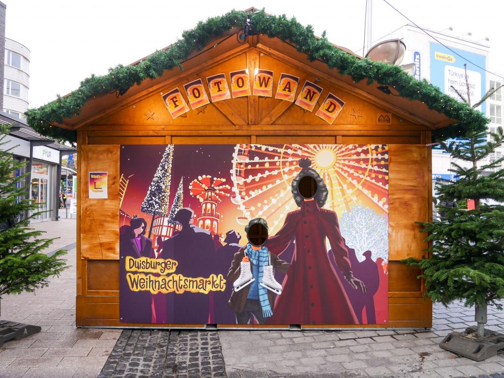 Es gibt auch eine Fotowand auf dem Weihnachtsmarkt von Duisburg.