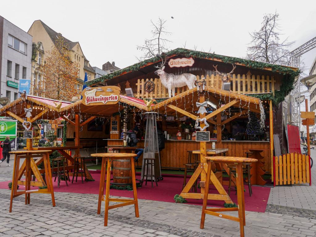 ... und natürlich darf der Glühwein nicht fehlen! Aus dem Duisburger Weihnachtsmarkt findet man unzählige Glühweinbuden, jede ist ein wenig anders. Hier ein Highlight: