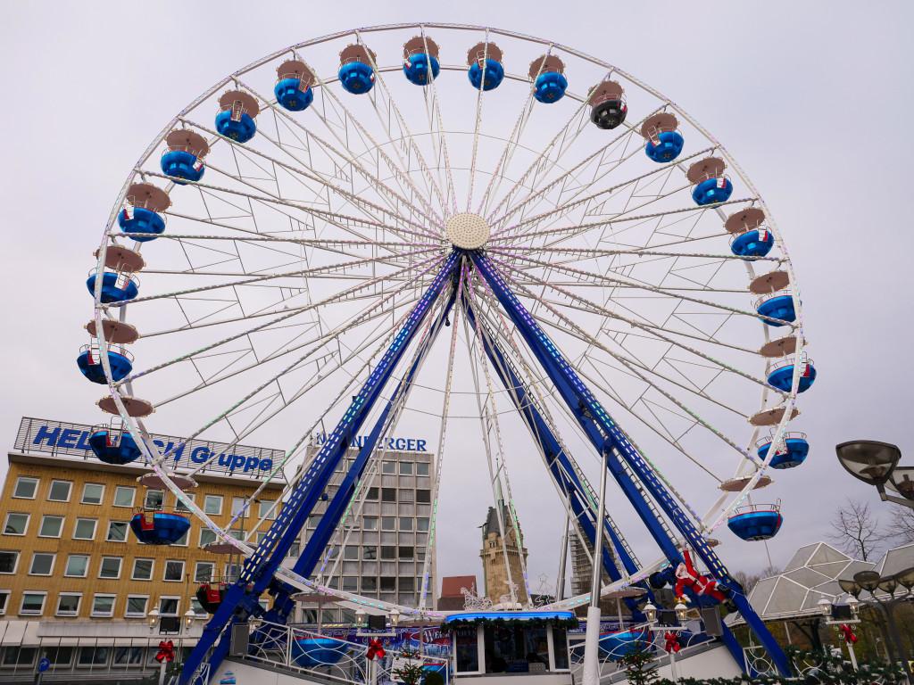 Ein Riesenrad kann man auf dem Duisburger Weihnachtsmarkt ebenfalls vorfinden.