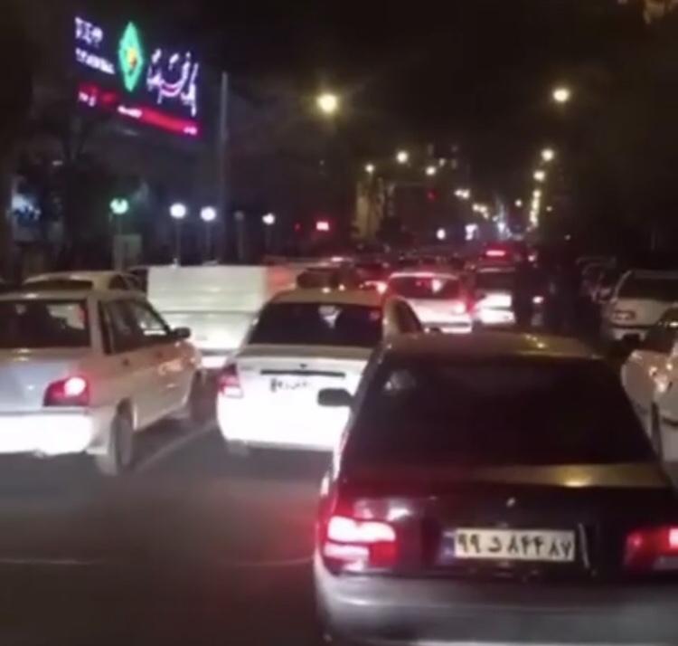 Iran, Tehran: wie bei Harry Potter sich die Treppen ändern, ändern sich im Iran die Straßenlinien.