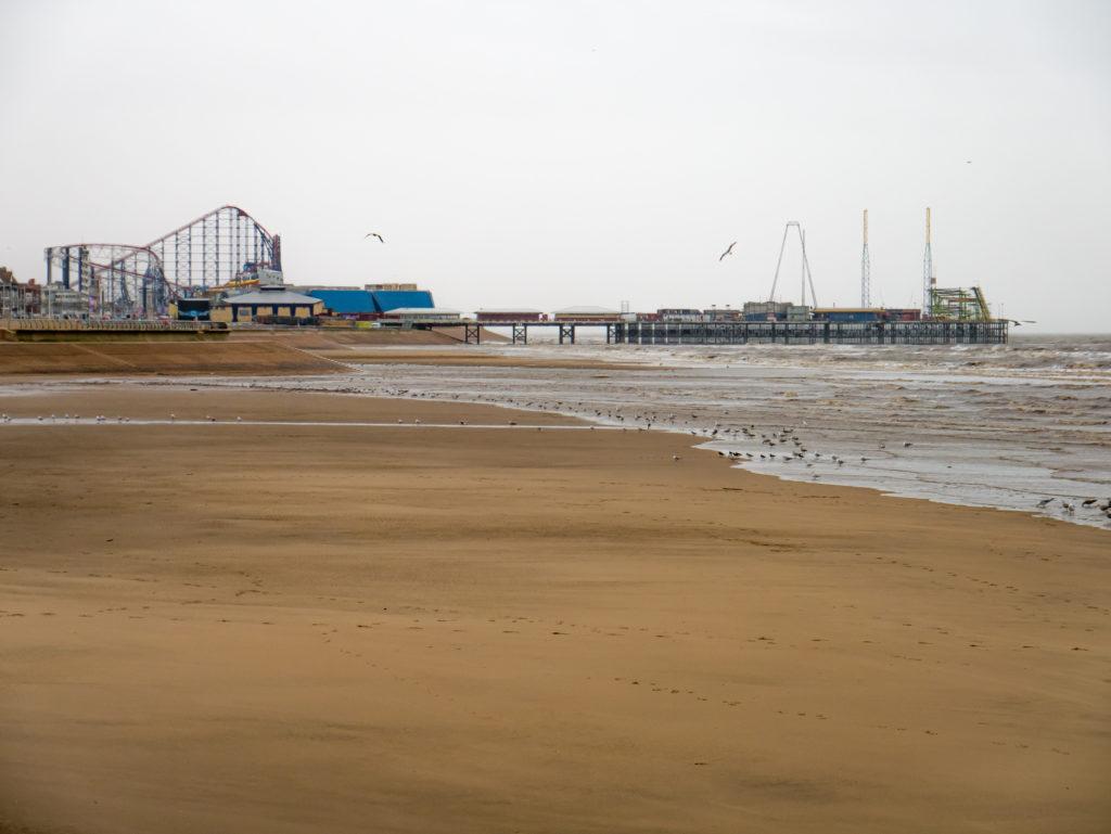 Die Piers werden übrigens bei zu starken Wind und schlechtem Wetter geschlossen. Aus dem Grund konnte ich auch leider nicht mit der Achterbahn fahren...
