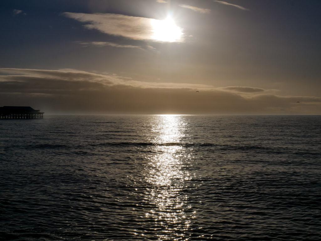 Ich meine... wer guckt sich nicht gerne einen Sonnenuntergang an, in welchem die Sonne im Meer verschwindet?