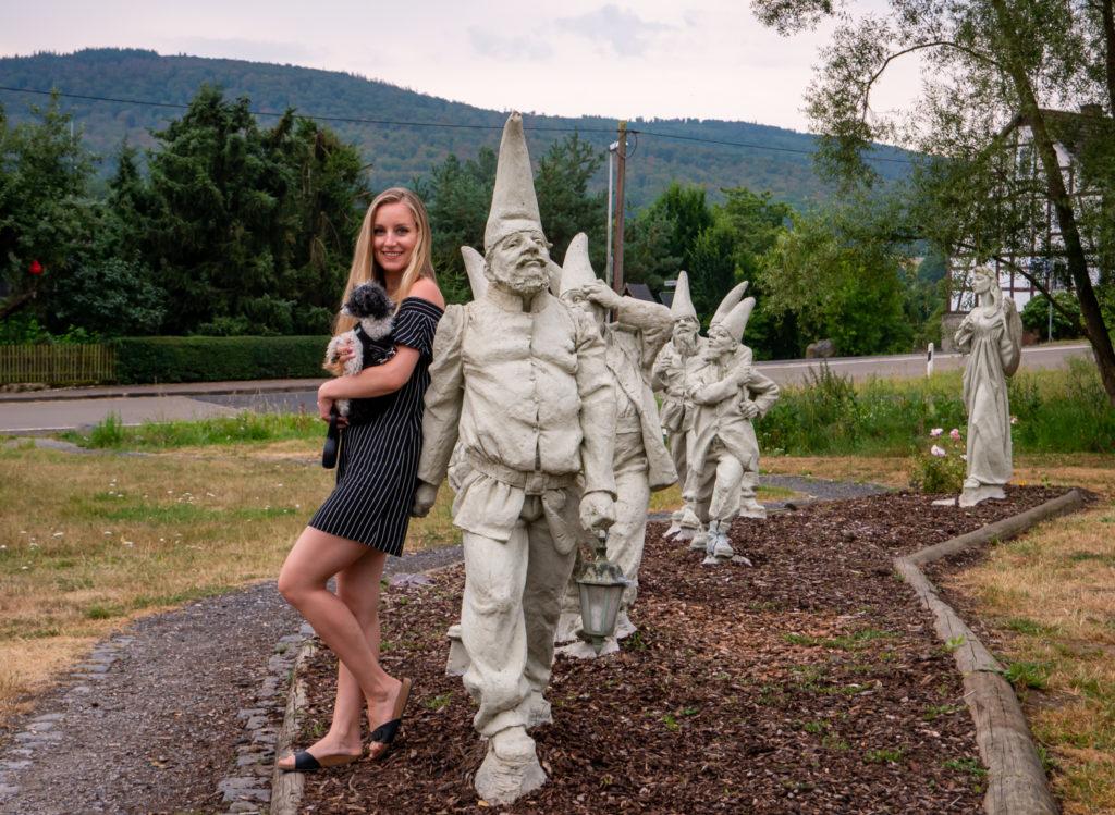 Die Statuen von den sieben Zwergen und Schneewittchen sind wirklich schön, jedoch sollten sie ein wenig gepflegt werden.