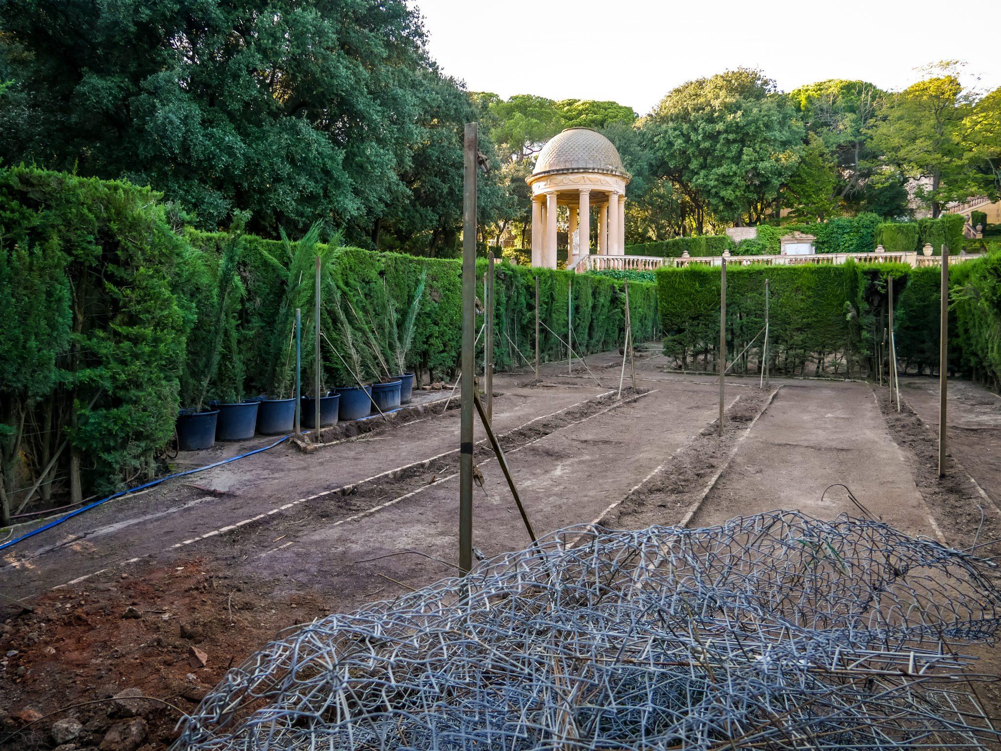 Viele der Wege im Labyrinth des Parks Parc del Laberint d´Horta in Barcelona werden neu angelegt.